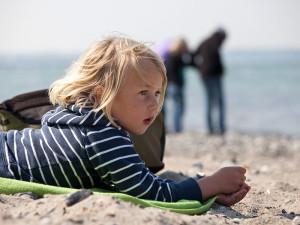 Kind am Strand