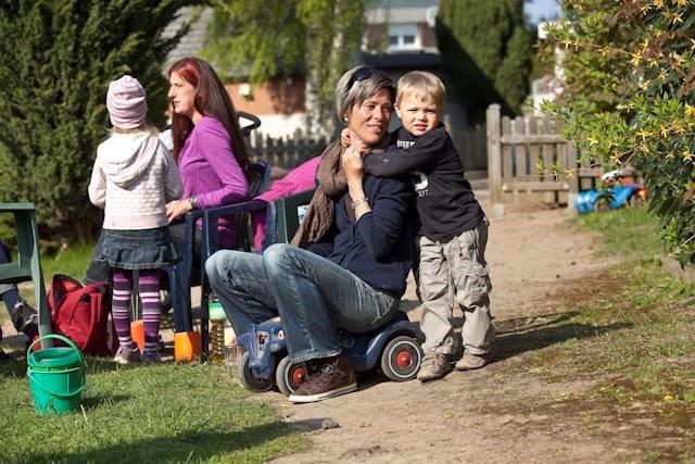 Mütter und Kinder auf dem Spielplatz