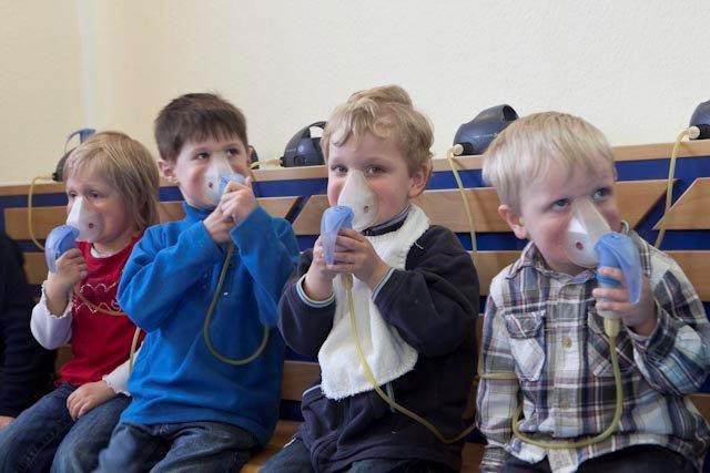 Kinder inhalieren